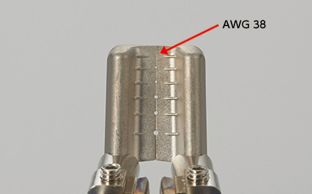 Even very fine AWG 38 can be stripped with standard blades.